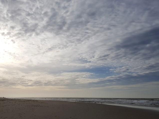 de zon en de wolken