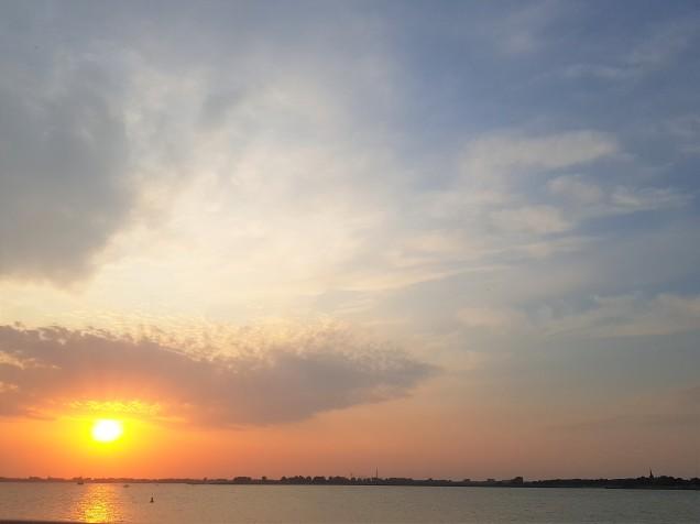zon zinkt in de Zuiderzee